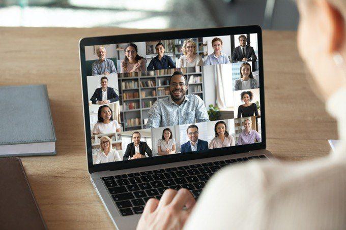 Cómo evitar vergonzosos horarios de reuniones en línea