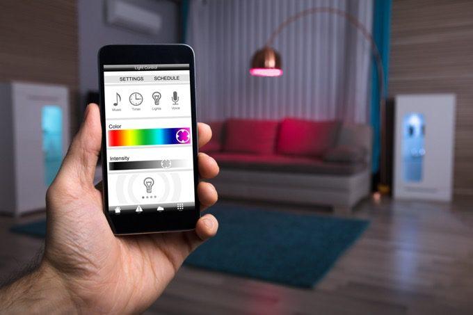 Cómo automatizar luces (inteligentes y no inteligentes)