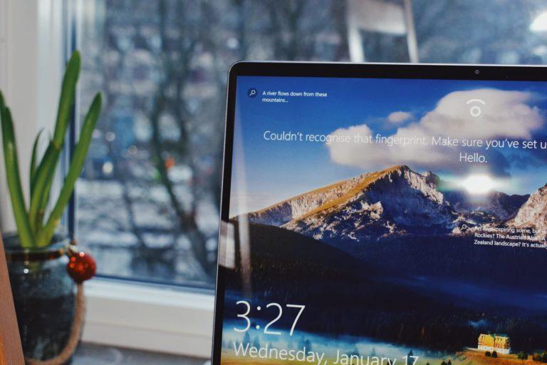 Cómo ocultar los iconos del escritorio en Windows 10