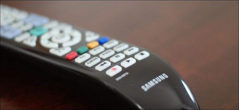 ¿Por qué puedo controlar mi reproductor de Blu-ray con el control remoto de mi televisor, pero no con mi decodificador?