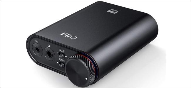 Un convertidor de audio digital a portátil negro
