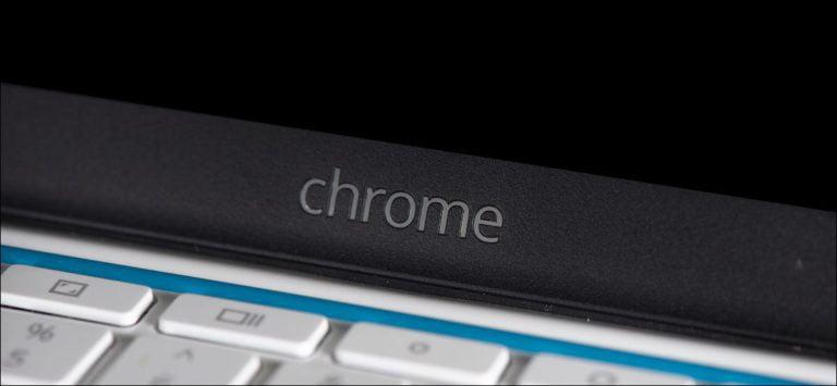 Cómo fijar los controles del reproductor multimedia al estante inferior de un Chromebook