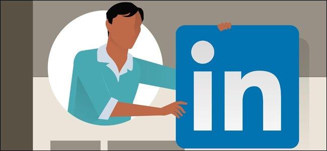 Hombre de LinkedIn con logo