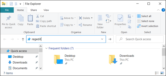 """""""regedit"""" en la barra de direcciones de """"Explorador de archivos."""""""