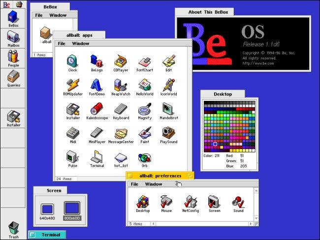 Varias ventanas de archivos se abren en BeOS en una computadora BeBox.